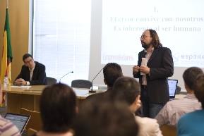Javier Escudero y Rafael Galán, redactores de la revista Emprendedores y autores del libro