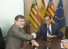 Firma del primer convenio entre CEEI Castellón y Microbank