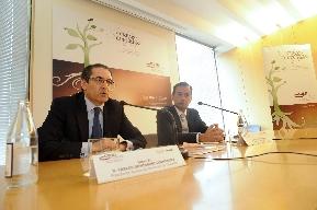 Domínguez y Basco durante la conferencia