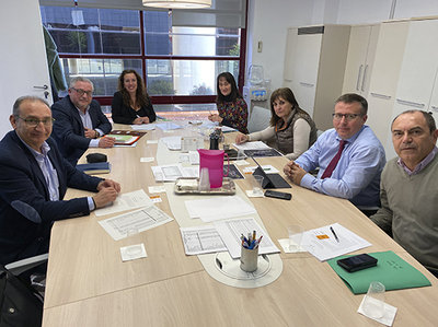 Miembros de la Junta Directiva y gerencia de EGM Parque Tecnològico en una reunión de Inditec con el catedrático César Camisón