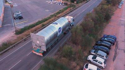 Transporte de uno de los silos a la factoría 5 de Argenta